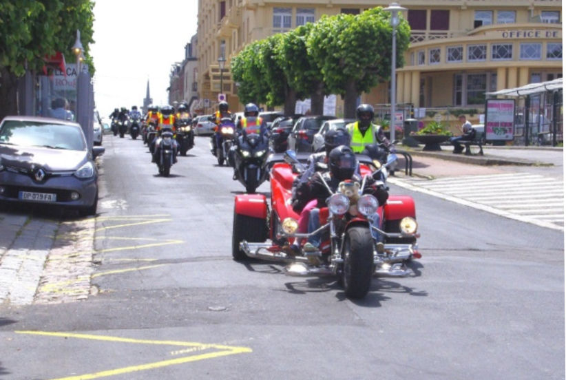 Un convoi de 200 motards